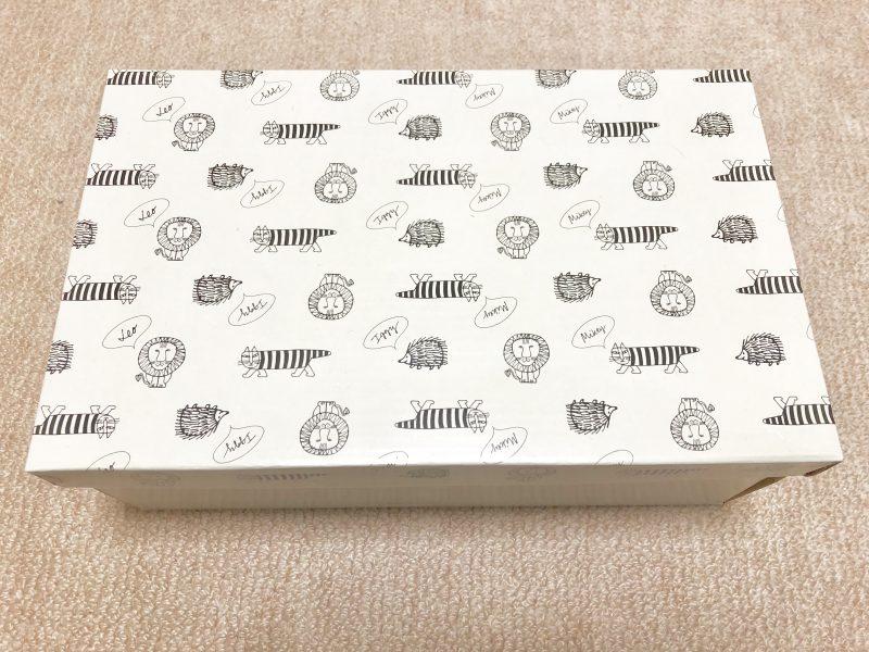 リサ・ラーソンデザインのスニーカー外箱